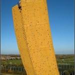 37-metrovaya-stena-prednaznachennaya-dlya-alpinistov